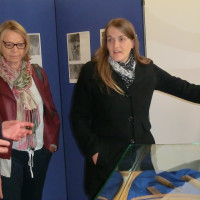 Ronja Enders (rechts) und Eveline Zeis in der Korbflechtabteilung des Stadtmuseums